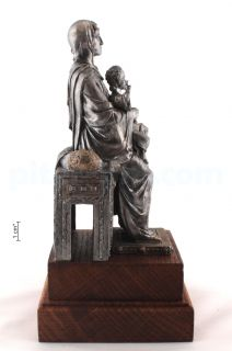 Богородица на престоле «Пристанище обездоленных»